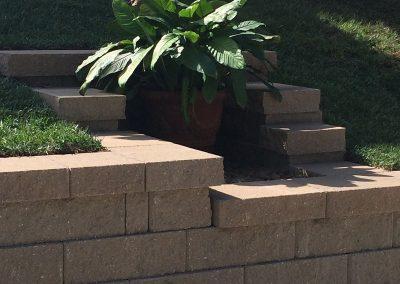 Fritz-Stonework-Landscape-St-Louis-backyard-patio-retaining-wall