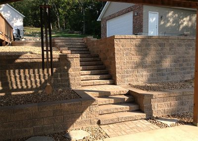 Fritz-Stonework-Landscape-St-Louis-retaining-walls-non-tumbled-block2
